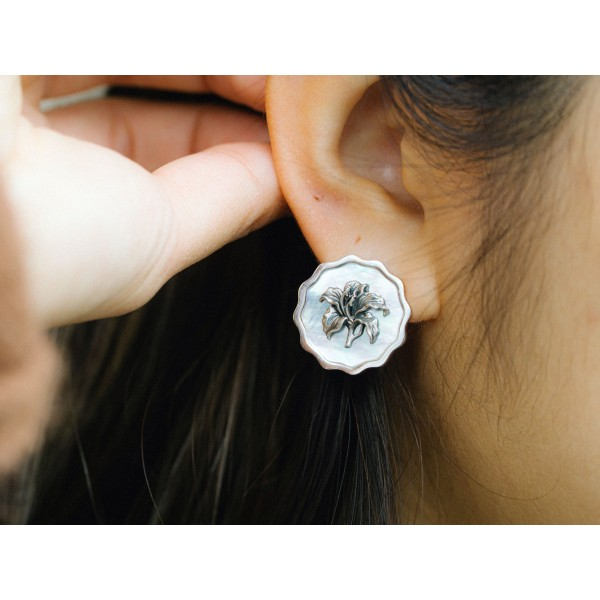 HK362~Coin Shaped Bauhinia Sterling Silver Earrings with MOP